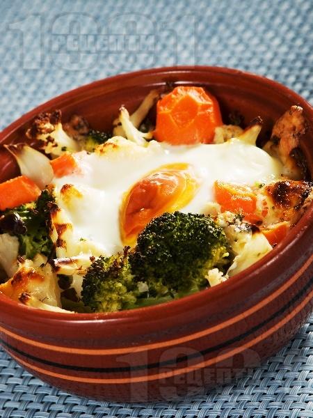 Гювечета с карфиол, броколи, топено и синьо сирене в микровълнова фурна - снимка на рецептата